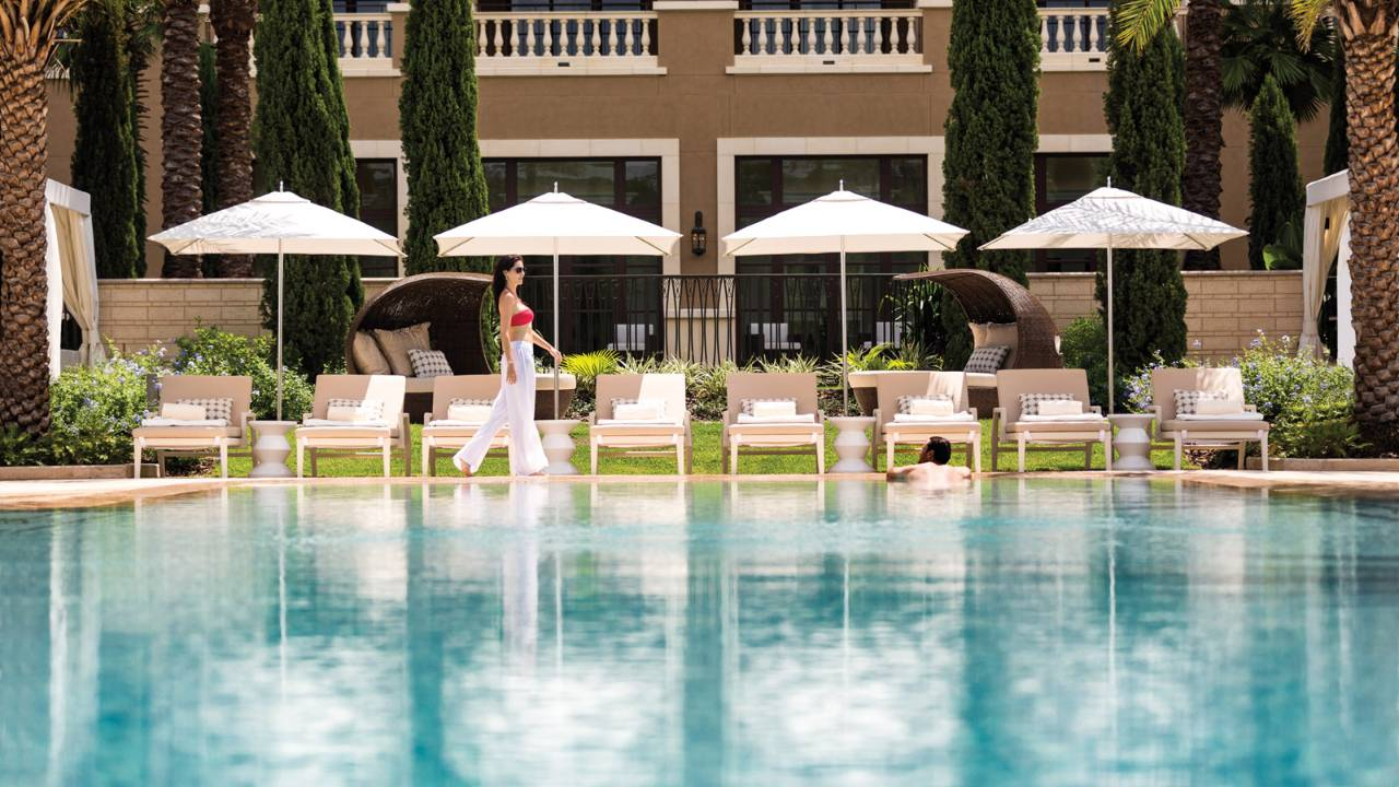 Cool pools at orlando resorts orlando on the cheap for Pool show orlando 2015