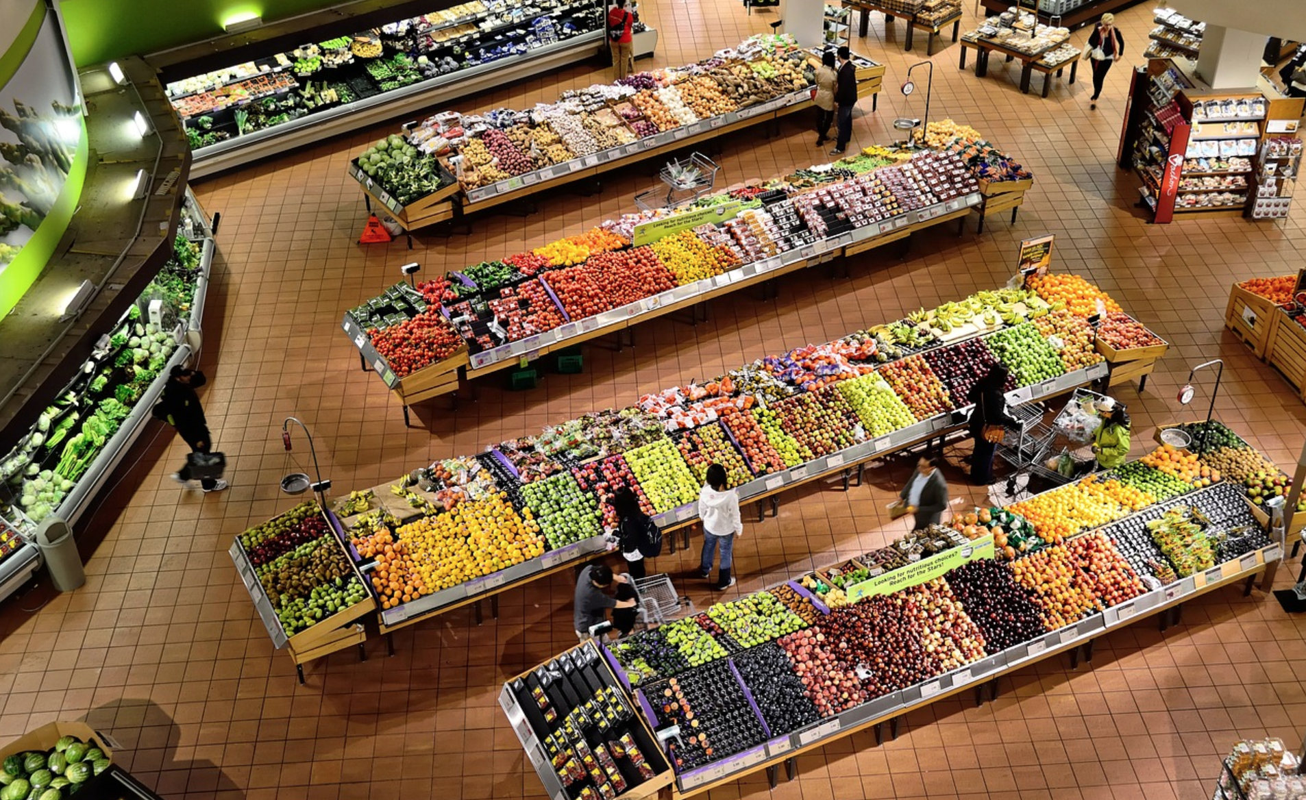 Senior shopping hours: image of people shopping for groceries